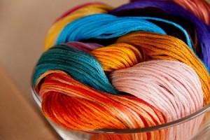Работа с нитками для вышивания