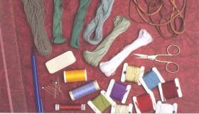 Какие материалы и инструменты нужны при вышивании бисером