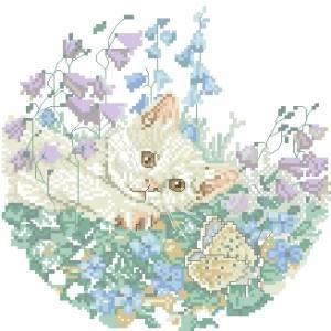 Схема Белый котенок с бабочкой на лугу