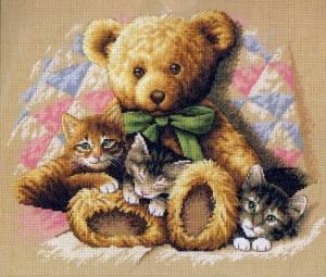 Мишка с котятами
